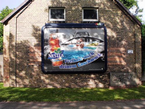 Aktuelles Reklameplakat von 'Nestea'. Claim: 'Freiheit nach deinem Geschmack'.