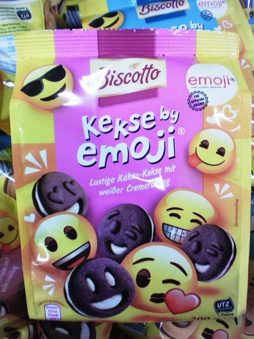 Verpackung -- Biscotti Kekse by emoji -- emoji THE ICONIC BRAND THE OFFICIAL BRAND -- Lustige Kakao-Kekse mit weißer Cremefüllung