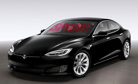 Produktfoto eines Tesla, Model S, vermutlich aus dem Internet mitgenommen