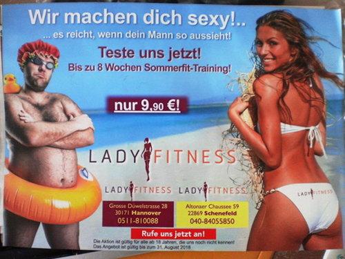 Bild einer schlanken Frau auf der rechten Seite und eines leicht übergewichtigen Mannes auf der rechten Seite. Dazu der Text: Wir machen dich sexy!... -- ...es reicht, wenn dein Mann so aussieht! -- Teste uns jetzt! -- Bis zu 8 Wochen Sommerfit-Training! -- nur 9,90€ -- LADY FITNESS -- Anschrift, Telefonnummer in Hannover, Anschrift, Telefonnummer in Schenefeld -- Rufe uns jetzt an!