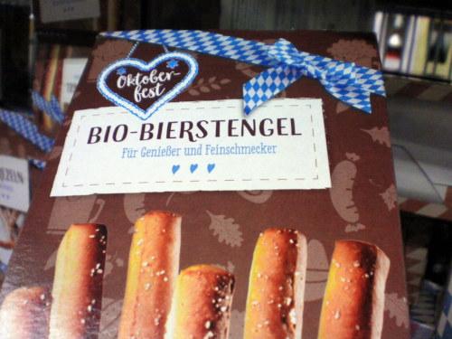 Verpackung in einem Aldi Nord -- Oktoberfest Bio-Bierstengel -- Für Genießer und Feinschmecker