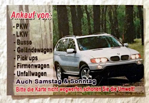 In Briefkästen gesteckte Reklame eines Gebrauchtwagenhändlers: Ankauf von PKW, LKW, Busse, Geländewagen, Pick ups, Firmenwagen, Unfallwagen -- Auch Samstags & Sonntags -- Bitte die Karte nicht wegwerfen, schonen Sie die Umwelt!