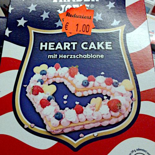 Verpackung eines Valentinstagsproduktes in einem Aldi-Markt: Heart Cake mit Herzschablone. Reduziert: €1,00